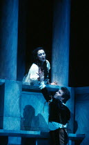 Leontina Vaduva (Juliette), Roberto Alagna (Romeo) in ROMEO ET JULIETTE at The Royal Opera House, Covent Garden, London WC2 28/10/1994  music: Charles-Francois Gounod libretto: Jules Barbier & Mic...