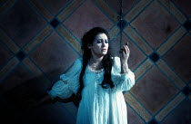 Juliette contemplates taking poison: Leontina Vaduva (Juliette) in ROMEO ET JULIETTE at The Royal Opera House, Covent Garden, London WC2 28/10/1994  music: Charles-Francois Gounod libretto: Jules...
