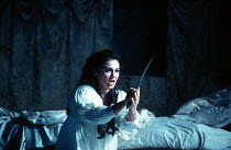 Leontina Vaduva (Juliette) in ROMEO ET JULIETTE at The Royal Opera House, Covent Garden, London WC2 28/10/1994  music: Charles-Francois Gounod libretto: Jules Barbier & Michel Care after Shakespea...