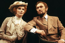 Susan Hampshire (Ann Whitefield), Richard Pasco (John Tanner) in MAN AND SUPERMAN by Bernard Shaw at the Savoy Theatre, London WC2 19/08/1977  a Royal Shakespeare Company (RSC) production design:...