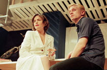 Elizabeth McGovern (Darlene), Daniel Craig (Mickey) in HURLYBURLY by David Rabe at the Old Vic, London SE1 24/03/1997  design: Paul Andrews director: Wilson Milam