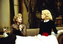 Susan Hampshire (Felicity Countess of Marchwood), Sara Crowe (Miranda Frayle) in RELATIVE VALUES by Noel Coward at the Savoy Theatre, London WC2 08/11/1993  a Chichester Festival Theatre productio...