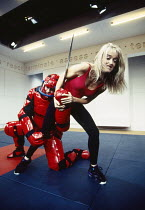 Andy Serkis (Peter), Sophie Heyman (Jane) in PUNCHBAG by Robert Llewellyn at the Hampstead Theatre, London NW3 07/12/1993  design: Julian McGowan lighting: Alan Burrett fights: William Hobbs chore...