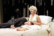 Jack Klaff (The Ballplayer), Frances Barber (The Actress) in INSIGNIFICANCE by Terry Johnson at the Donmar Warehouse, London WC2 07/06/1995  design: Mark Thompson lighting: Hugh Vanstone director:...