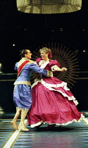 Irek Mukhamedov (The King of Siam), Liz Robertson (Anna Leonowens) in THE KING AND I at the Freemasons Hall, London WC2 18/05/1995  music: Richard Rodgers book & lyrics: Oscar Hammerstein II set d...