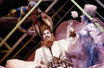 Stafford Dean (Bottom), Lillian Watson (Tytania) in A MIDSUMMER NIGHT'S DREAM by Benjamin Britten after Shakespeare at the The Royal Opera, Covent Garden, London WC2 17/06/1986  music: Benjamin Br...