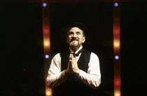 Henry Goodman (Charles Guiteau) in ASSASSINS at the Donmar Warehouse, London WC2 29/10/1992  music & lyrics: Stephen Sondheim book: John Weidman design: Anthony Ward lighting: Paul Pyant director:...
