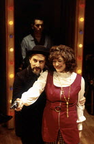 Henry Goodman (Charles Guiteau), Louise Gold (Sara Jane Moore) in ASSASSINS at the Donmar Warehouse, London WC2 29/10/1992  music & lyrics: Stephen Sondheim book: John Weidman design: Anthony Ward...