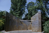 HAMLET by Shakespeare design: Tanya McCallin director: Tim Pigott-Smith <br> full stage with set Open Air Theatre, Regent's Park, London NW1 15/05/1994