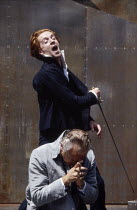 Damian Lewis (Hamlet - rear), Paul Freeman (Claudius) in HAMLET by Shakespeare at the Open Air Theatre, Regent's Park, London 15/05/1994  Tanya McCallin director: Tim Pigott-Smith