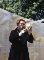 Damian Lewis (Hamlet) in HAMLET by Shakespeare at the Open Air Theatre, Regent's Park, London 15/05/1994  Tanya McCallin director: Tim Pigott-Smith