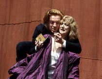 Damian Lewis (Hamlet), Pamela Miles (Gertrude) in HAMLET by Shakespeare at the Open Air Theatre, Regent's Park, London 15/05/1994  Tanya McCallin director: Tim Pigott-Smith