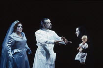 l-r: Jane Henschel (Fricka), John Tomlinson (Wotan), Rita Cullis (Freia) in DAS RHEINGOLD by Wagner at the The Royal Opera, Covent Garden, London WC2 13/10/1994  conductor: Bernard Haitink design:...