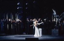 centre, l-r: Kathryn Harries (Gutrune - rear), Gwyneth Jones (Brunnhilde), Rene Kollo (Siegfried) in GOTTERDAMMERUNG by Wagner at the The Royal Opera, Covent Garden, London WC2 04/02/1991 conductor: B...