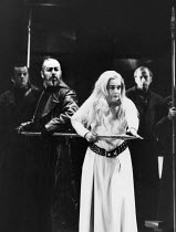 John Tomlinson (Hagen), Gwyneth Jones (Brunnhilde) in GOTTERDAMMERUNG by Wagner at the The Royal Opera, Covent Garden, London WC2 04/02/1991 conductor: Bernard Haitink design: Peter Sykora lighting: J...