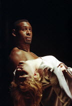 David Harewood (Othello), Claire Skinner (Desdemona) in OTHELLO by Shakespeare at the Cottesloe Theatre, National Theatre (NT), London 16/09/1997 design: Anthony Ward lighting: Paul Pyant fights: Terr...