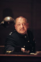 Simon Russell Beale (Iago) in OTHELLO by Shakespeare at the Cottesloe Theatre, National Theatre (NT), London 16/09/1997 design: Anthony Ward lighting: Paul Pyant fights: Terry King director: Sam Mende...