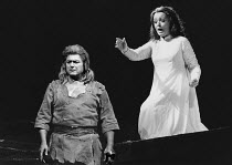 Jean Cox (Siegfried), Gwyneth Jones (Brunnhilde) in SIEGFRIED by Wagner at the The Royal Opera, Covent Garden, London WC2 12/09/1978 conductor: Colin Davis set design: Josef Svoboda costumes: Ingrid R...