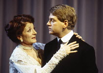 Jane Lapotaire (Gertrude), Kenneth Branagh (Hamlet) in HAMLET by Shakespeare at the Royal Shakespeare Company (RSC), Barbican Theatre, London  18/12/1992 design: Bob Crowley lighting: Alan Burrett fig...