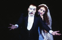 Michael Crawford (The Phantom), Sarah Brightman (Christine Daae) in THE PHANTOM OF THE OPERA at Her Majesty's Theatre, London SW1, 09/10/1986, music: Andrew Lloyd Webber, lyrics: Charles Hart, book: R...