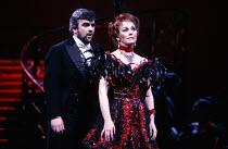 Alan Opie (Count Danilo), Valerie Masterson (Hanna Glawari) in THE MERRY WIDOW by Franz Lehar at the English National Opera (ENO), London Coliseum, London WC2 26/03/1986 lyrics: Victor Leon & Leo Stei...