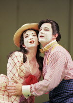 Jacqueline Varsey (Yum-Yum), Colin Lee (Nanki-Poo) in THE MIKADO by Gilbert & Sullivan at Savoy Theatre, London WC2 21/09/2000 a D'Oyly Carte production musical director: John Owen Edwards design: Ti...