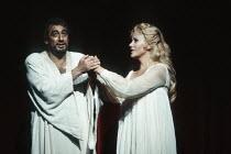 Placido Domingo (Otello), Kiri Te Kanawa (Desdemona) in OTELLO by Verdi at the The Royal Opera, Covent Garden, London WC2 23/10/1992 music: Giuseppe Verdi libretto: Arrigo Boito after Shakespeare's O...