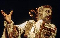 Brewster Mason (Othello) in OTHELLO by Shakespeare at the Royal Shakespeare Company (RSC), Aldwych Theatre, London WC2 1972 design: Julia Trevelyan Oman lighting: Brian Harris director: John Barton