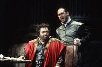 l-r: Dennis O'Neill (Otello), Sergei Leiferkus (Iago) in OTELLO by Verdi at the The Royal Opera, Covent Garden, London WC2 13/01/1995 music: Giuseppe Verdi libretto: Arrigo Boito after Shakespeare's O...