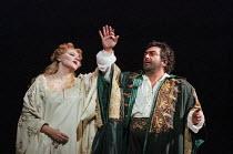 Elena Prokina (Desdemona), Dennis O'Neill (Otello) in OTELLO by Verdi at the The Royal Opera, Covent Garden, London WC2 13/01/1995 music: Giuseppe Verdi libretto: Arrigo Boito after Shakespeare's OTHE...