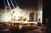 l-r: Paul Rhys (Leo), Clive Owen (Otto), Rachel Weisz (Gilda) in DESIGN FOR LIVING by Noel Coward at the Donmar Warehouse, London WC2 06/09/1994 design: Stephen Brimson Lewis lighting: Mark Henderson...