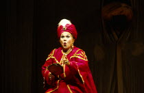 Marilyn Horne (Isabella) in L'ITALIANA IN ALGERI by Rossini at The Royal Opera, Covent Garden, London WC2 18/09/1993 music: Gioachino Rossini libretto: Angelo Anelli conductor: Carlo Rizzi designer &...