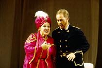 Marilyn Horne (Isabella), Bruce Ford (Lindoro) in L'ITALIANA IN ALGERI by Rossini at The Royal Opera, Covent Garden, London WC2 18/09/1993 music: Gioachino Rossini libretto: Angelo Anelli conductor: C...