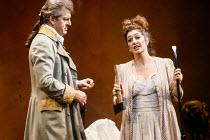 Thomas Allen (Count Almaviva), Marie McLaughlin (Susanna) in LE NOZZE DI FIGARO at The Royal Opera, Covent Garden, London WC2 18/12/1991 music: Wolfgang Amadeus Mozart libretto: Lorenzo Da Ponte condu...