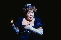 Sarah Walker (Marcellina) in LE NOZZE DI FIGARO at The Royal Opera, Covent Garden, London WC2 18/12/1991 music: Wolfgang Amadeus Mozart libretto: Lorenzo Da Ponte conductor: Jeffrey Tate set design: X...