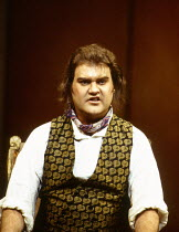 Bryn Terfel (Figaro) in LE NOZZE DI FIGARO at The Royal Opera, Covent Garden, London WC2 25/04/1994 music: Wolfgang Amadeus Mozart libretto: Lorenzo Da Ponte conductor: Harmut Haenchen set design: Xen...