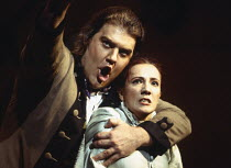 Bryn Terfel (Figaro), Monica Bacelli (Cherubino) in LE NOZZE DI FIGARO at The Royal Opera, Covent Garden, London WC2 25/04/1994 music: Wolfgang Amadeus Mozart libretto: Lorenzo Da Ponte conductor: Har...