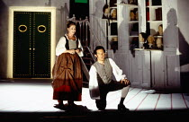 Alison Hagley (Susanna), Gerald Finley (Figaro) in LE NOZZE DI FIGARO at Glyndebourne Festival Opera, East Sussex, England 28/05/1994 music: Wolfgang Amadeus Mozart libretto: Lorenzo Da Ponte conducto...