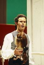 Gerald Finley (Figaro) in LE NOZZE DI FIGARO at Glyndebourne Festival Opera, East Sussex, England 28/05/1994 music: Wolfgang Amadeus Mozart libretto: Lorenzo Da Ponte conductor: Bernard Haitink design...
