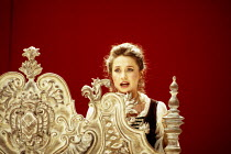 Alison Hagley (Susanna) in LE NOZZE DI FIGARO at Glyndebourne Festival Opera, East Sussex, England 28/05/1994 music: Wolfgang Amadeus Mozart libretto: Lorenzo Da Ponte conductor: Bernard Haitink desig...