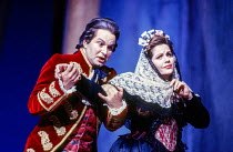 Andreas Schmidt (Count Almaviva), Renee Fleming (Countess Almaviva) in LE NOZZE DI FIGARO at Glyndebourne Festival Opera, East Sussex, England 28/05/1994 music: Wolfgang Amadeus Mozart libretto: Loren...