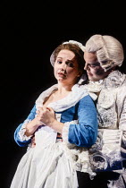 Cathryn Pope (Susanna), Anthony Michaels-Moore (Count Almaviva) in FIGARO'S WEDDING at English National Opera (ENO), London Coliseum, London WC2 30/10/1991 music: Wolfgang Amadeus Mozart libretto: Lo...