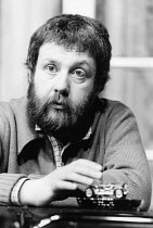 Mike Leigh at a rehearsal of his play GOOSE-PIMPLES at the Hampstead Theatre, London NW3 03/1981 devised & directed by Mike Leigh design: Caroline Beaver lighting: Alan O'Toole