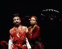 Antony Sher (Tamburlaine), Claire Benedict (Zenocrate) in TAMBURLAINE THE GREAT by Christopher Marlowe at the Royal Shakespeare Company (RSC), Barbican Theatre, London EC2 12/10/1993 design: Johan Eng...